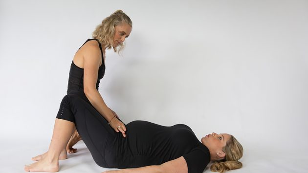 deep core muscle testing with pregnant woman